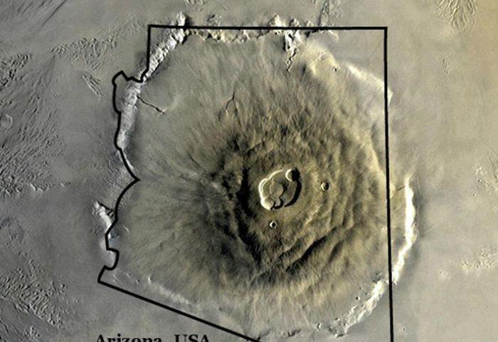 Olympus Mons, der größte Vulkan des Sonnensystems, im Vergleich mit den Umrissen des US Bundesstaates Arizona